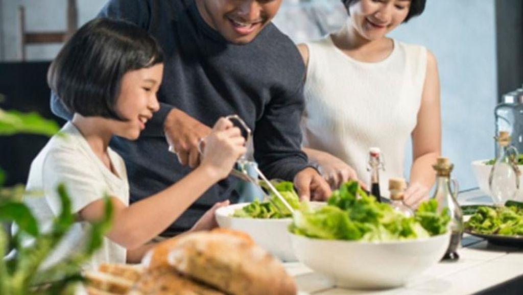 Nggak Cuma Seru, Ini 5 Manfaat Masak Bareng Keluarga di Rumah