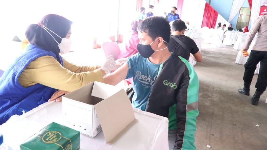 Alumni Akpol 1997 Wira Pratama di Polda Banten Gelar Vaksinasi Massal