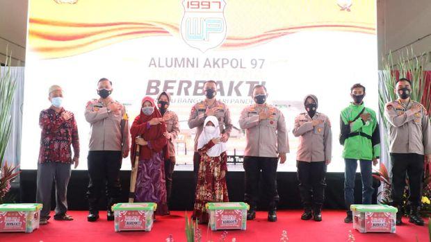 Alumni Akpol 1997 Polda Banten gelar vaksinasi massal