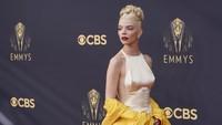 Anya Taylor-Joy Paling Menawan di Emmy Awards 2021
