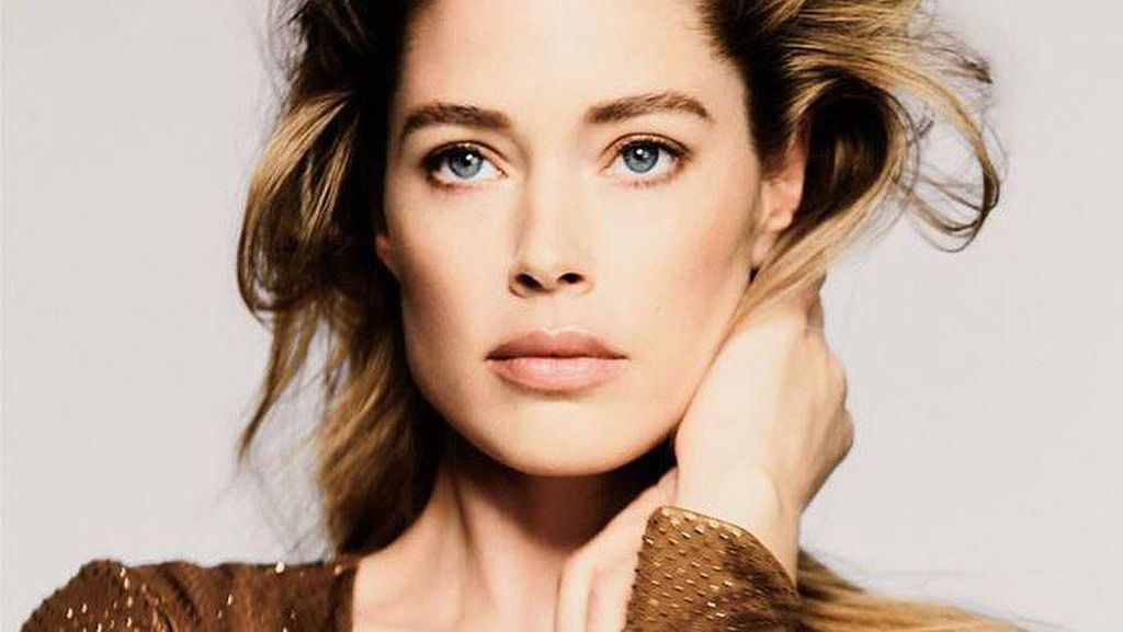 10 Potret Supermodel yang Jadi Kontroversi karena Tak Mau Divaksin
