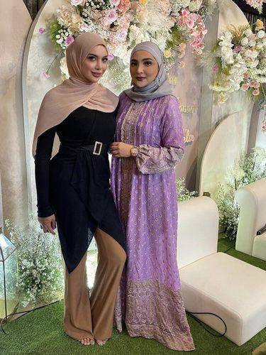 Gaya Millen Cyrus yang memakai hijab.