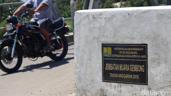 Jokowi sendiri tahu, bahwa banyak warga yang menyematkan namanya untuk jembatan itu. Ia pun mengaku tak keberatan. (Randy/detikTravel)