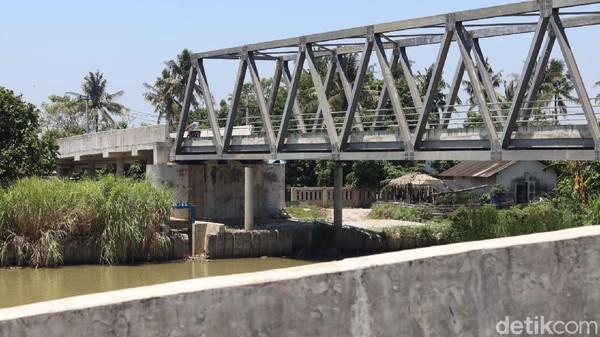 Kala itu Jokowi mengatakan pembangunan jembatan itu memang sengaja dia perintahkan pada tahun 2017 saat dia berkunjung dan melintas di lokasi yang sama. (Randy/detikTravel)