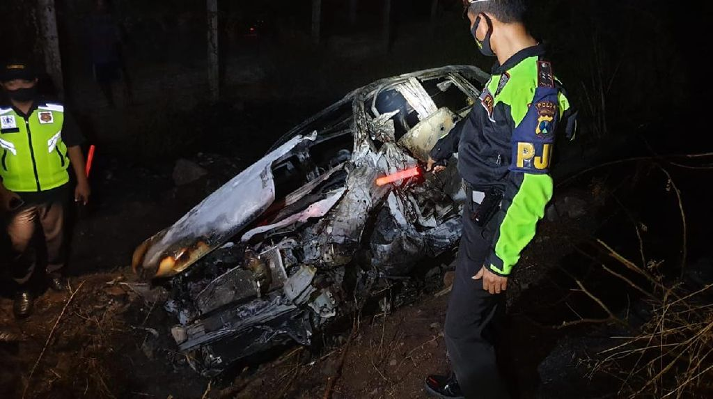 Mobil Kecelakaan dan Terbakar di Tol Malang-Surabaya, Satu Orang Tewas