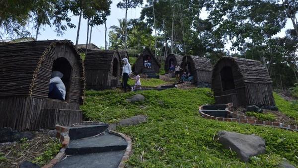 Kawasan wisata Lekung Langit 2 di Kemiling, Bandar Lampung pun turut menjadi objek wisata yang kembali ramai seiring dengan menurunnya angka kasus COVID-19 di berbagai wilayah Indonesia. (ANTARA FOTO/Ardiansyah)