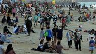 Tumplek Blek Pengunjung Pantai Sanur Usai Dibuka Lagi