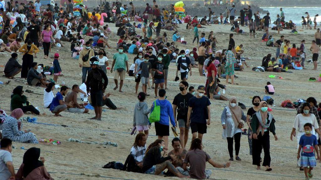 Pengunjung Tumplek di Pantai Sanur, Sudah Pada Lupa Sama Varian Delta?