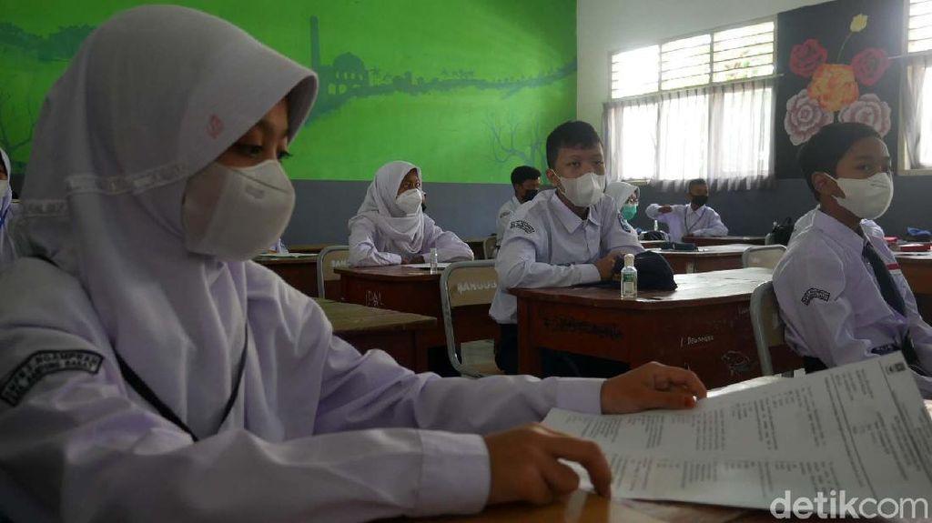 Kegembiraan Siswa Saat Pelaksanaan PTM di Bandung Barat