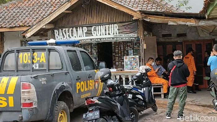 M Gibran Arrasyid (14) hilang misterius di Gunung Guntur, Kabupaten Garut. Proses pencarian bocah pendaki itu tengah dilakukan oleh pihak berwenang.