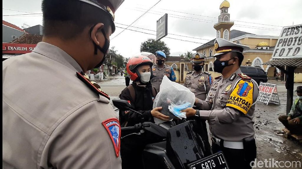 Operasi Patuh Lodaya di Tasikmaya, Pemotor Dapat Helm Gratis