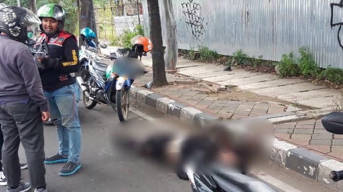 Pemotor terkapar usai tabrak trotoar di Jl MH Tamrin, Kota Tangerang