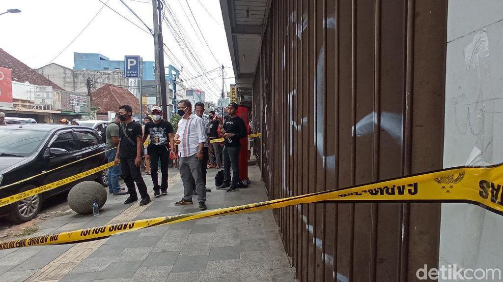 Polisi Ungkap Peran 3 Perampok Toko Emas di Bandung