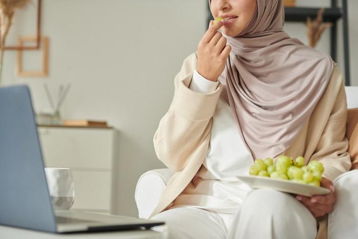 5 Pola Makan Sehat Aisyah Istri Rasulullah SAW yang Gampang Ditiru