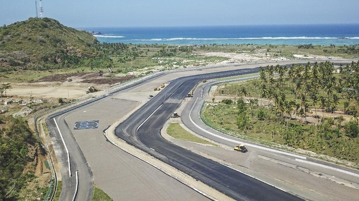 Indonesia akhirnya masuk dalam kalender balap sementara MotoGP 2022. Dalam kalender itu, Sirkuit Mandalika di NTB bakal jadi tuan rumah MotoGP pada awal musim.