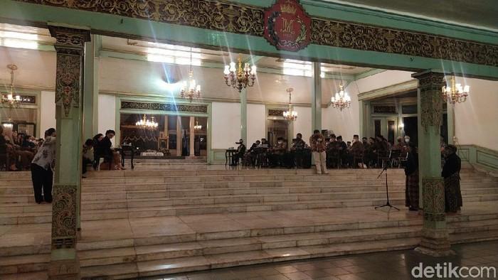 Pura Mangkunegaran menggelar peringatan 40 hari wafatnya KGPAA Mangkunegara IX, Senin (20/9/2021).