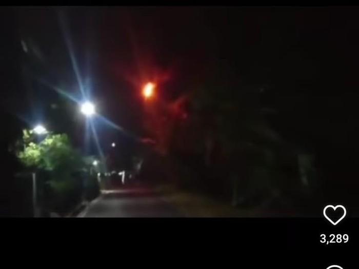 Ramai video api merah terbang di Banjarnegara, Senin (20/9/2021).
