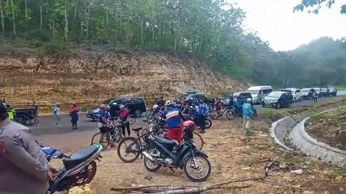 Rombongan Gowes Pemkot Malang Paksa Masuk Pantai Malang Selatan