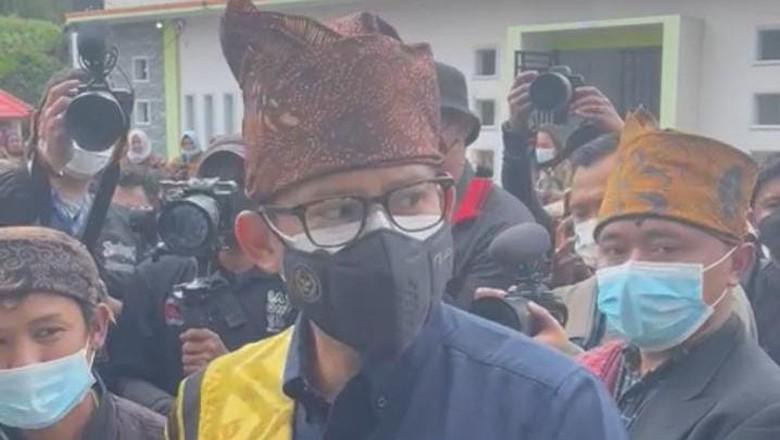 Menparekraf Sandiaga Uno dalam kunjungannya ke Lumajang, Senin (20/9).