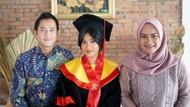 Cumlaude di FHUI, Putri Ikke Nurjanah Buktikan Berprestasi Meski Broken Home