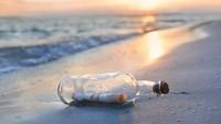 Bukan Barang Biasa! Surat Botol Finis di Hawaii Setelah Mengapung 37 Tahun