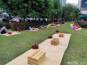 Taman Piknik : Asyiknya Makan Sambil Piknik di Bawah Pesawat Tempur