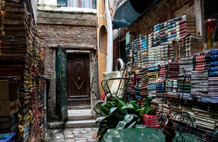 toko buku aqua alta (Foto: Screenshot Venice Tourism)