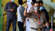 Anies Acungkan Jempol Saat Dipanggil KPK Terkait Kasus Lahan