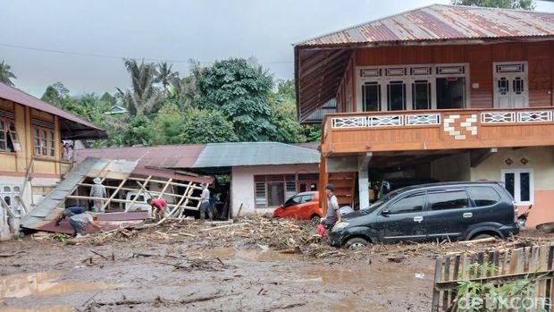 Banjir bandang terjang permukiman warga di Minahasa Tenggara (Mitra), Sulawesi Utara (Sulut).
