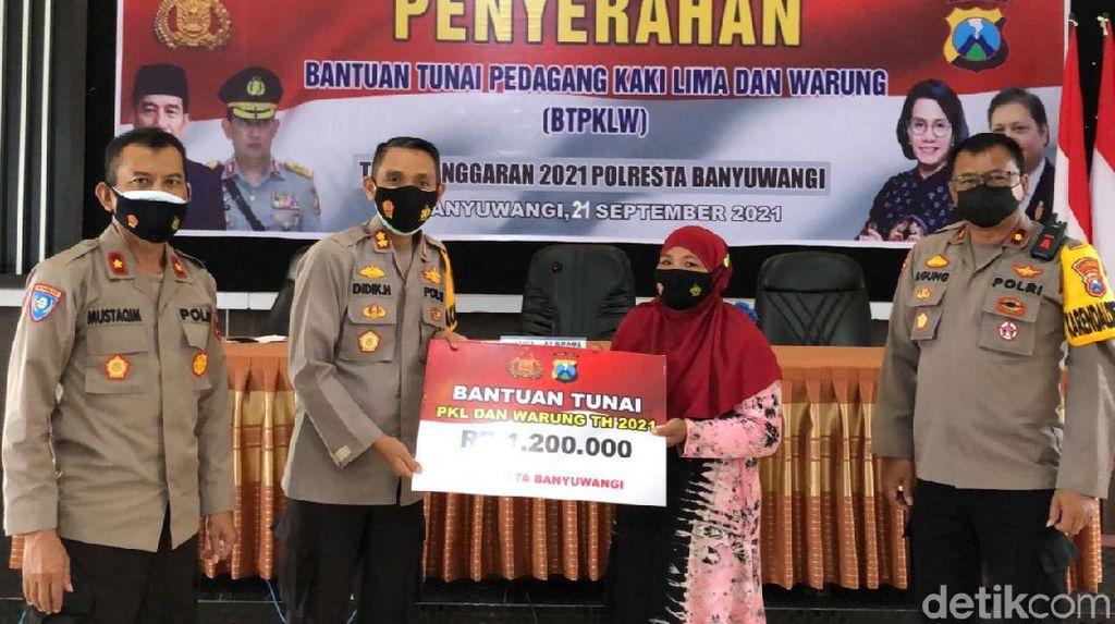 Puluhan PKL dan Pemilik Warung di Banyuwangi Dapat Bantuan Tunai