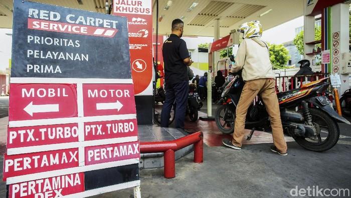 PT Pertamina (Persero) menaikan harga dua produk bahan bakar minyak (BBM) non subsidi per 18 September 2021. Dua produk tersebut berupa Pertamax Turbo RON 98 dan Pertamina Dex.