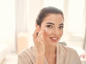 6 Urutan Skincare Antiaging dan Rekomendasi Produknya