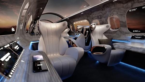 Rosen Aviation merancang kabin dengan jendela di berbagai posisi dan sangat lebar. Perusahaan penerbangan Amerika ini menggembar-gemborkan desain kabin pesawat Proyek Maverick.
