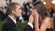 Viral Hailey Baldwin Disebut Nangis, Fans Teriak Nama Selena Gomez di MET Gala