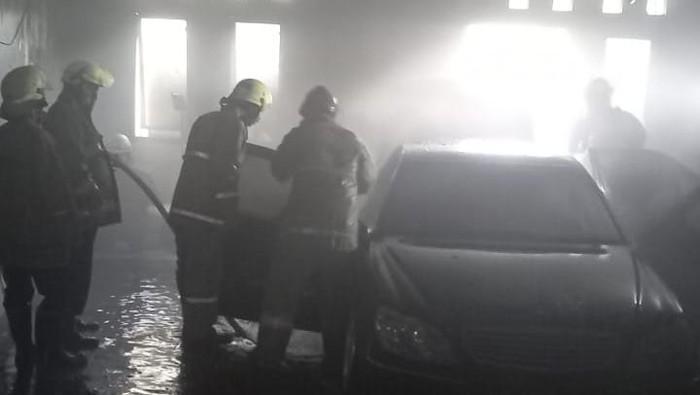 Kebakaran bengkel hanguskan mobil di Jaktim