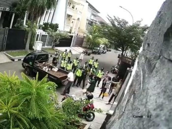Keributan antara warga vs sekuriti di Kembangan, Jakbar (dok.istimewa)