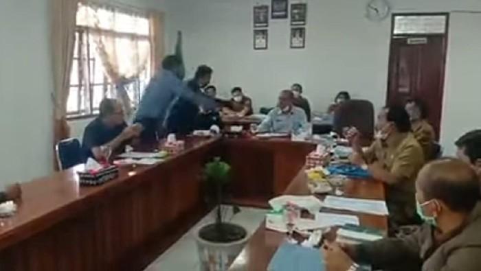 Ketua DPRD Humbahas Sumut Disiram Air