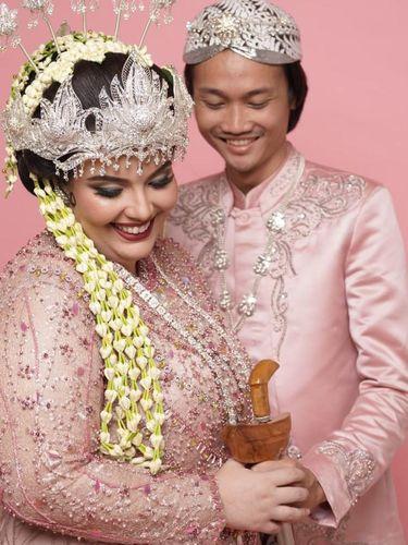 Kisah viral pasangan Tri Nugroho dan Manal Assebbane.