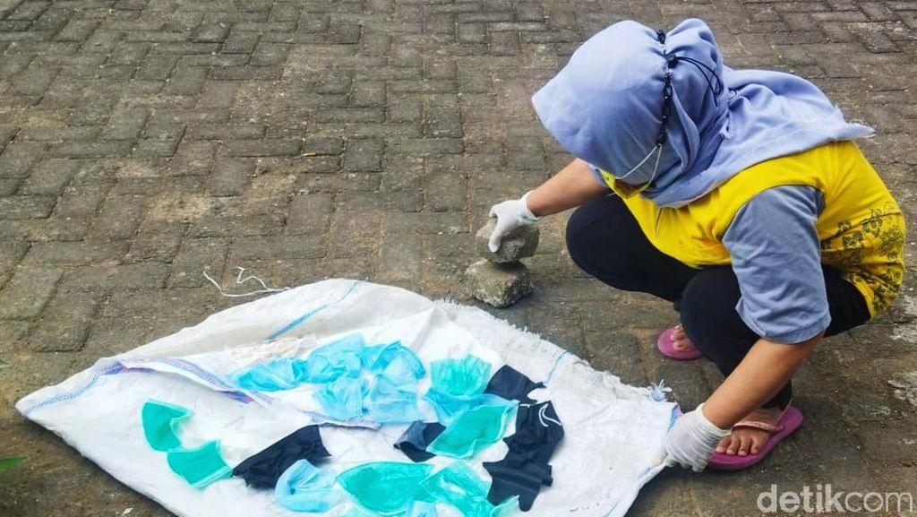 Bank Sampah Banyuwangi Olah Limbah Masker Jadi Pot Bunga Cantik