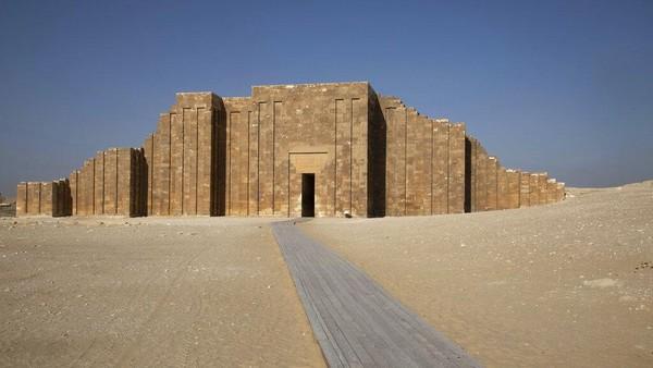 Menurut UNESCO, Piramida Langkah adalah piramida tertua yang diketahui menjadi salah satu contoh pertama arsitektur monumental dari dunia kuno.