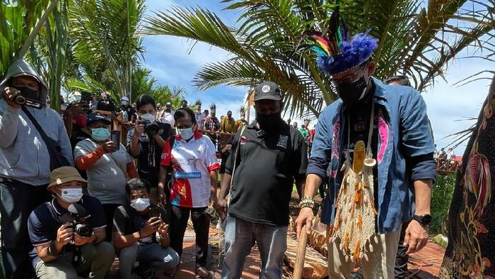 Menparekraf Sandiaga Uno di Kampung Terapung Papua