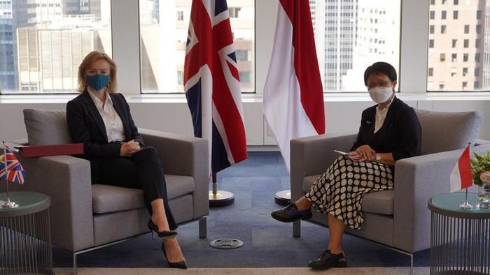 Menteri Luar Negeri RI Retno Marsudi melakukan pertemuan bilateral dengan Menteri Luar Negeri Inggris Elizabeth Truss