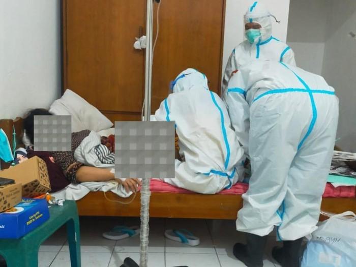 Pasien COVID-19 di Rumah Sakit Lapangan Lahirkan Bayi Laki-laki
