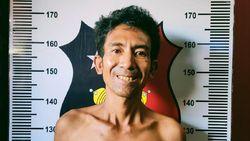 Diamankan Polisi, Terduga Penyerang Ustaz di Batam Tersenyum saat Difoto