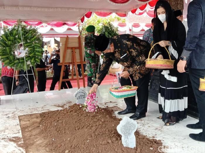 Pemakaman mertua SBY, Sunarti Sri Hadiyah Sarwo Edhie Wibowo, di Purworejo, Selasa (21/9/2021).