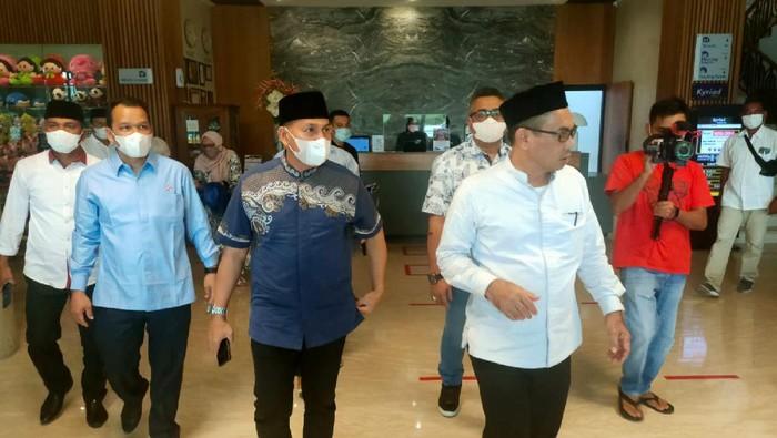 Jelang Musyawarah Daerah (MUSDA) ke-V Partai Demokrat Provinsi Aceh, calon Ketua DPD Muslim bersilaturahmi ke pesantren Dayah Mishrul Huda Malikussaleh, di Aceh.