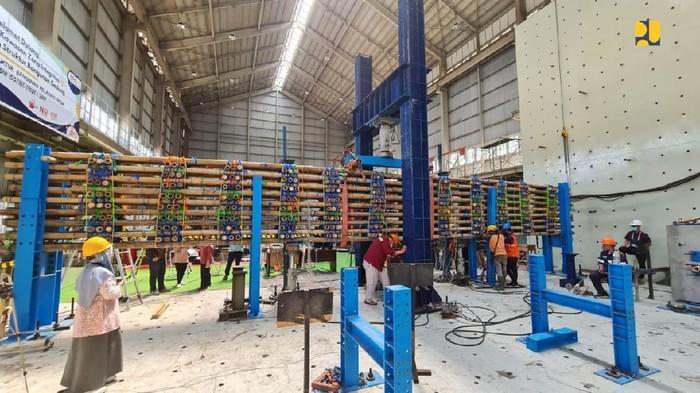 Tol Semarang-Demak dibangun pakai bambu