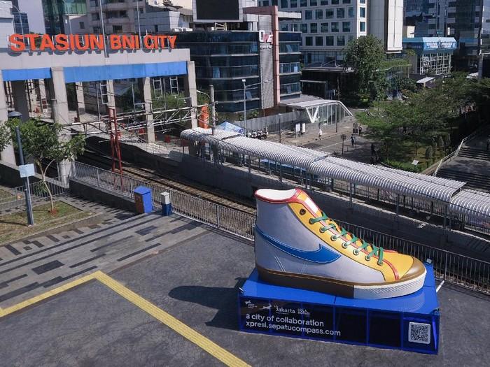 Tugu Sepatu Compass yang jadi korban vandalisme. (Foto: Dok. Compass x BCA)