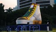 Viral Tugu Sepatu Jakarta Korban Vandalisme, Ternyata Ini Makna Pembuatannya