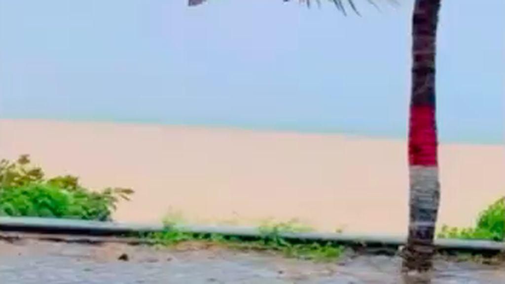 Heboh Fenomena Warna Air Laut di Sultra Terbelah 2, Ini Kata BMKG